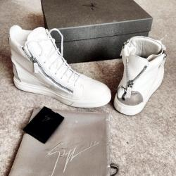Up to 60% Off Sneakers Purchase @ Farfetch